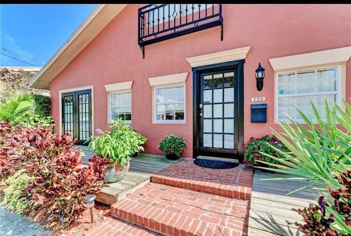 Casa del Fiume/ Downtown, Pool, Riverwalk, Beaches