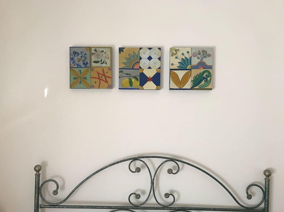 Maioliche su tela, artista siciliana
