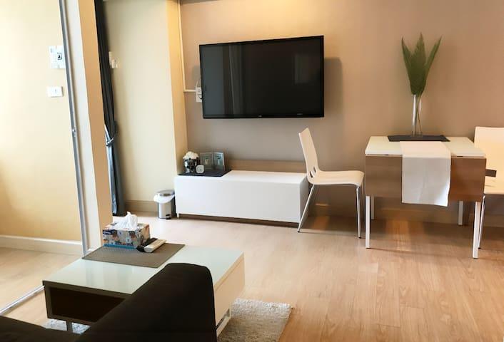 Beautiful, new and modern condo close to Nimman