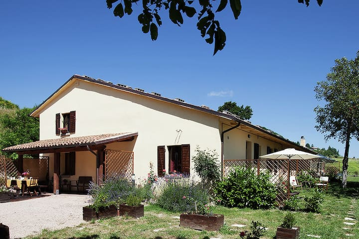 Farmhouse with a magnificent panorama, swimming pool, 3 km from Cagli