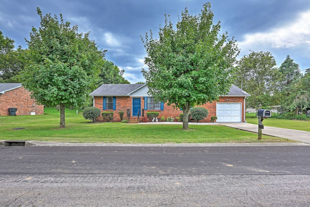 This house offers access to downtown just minutes away!