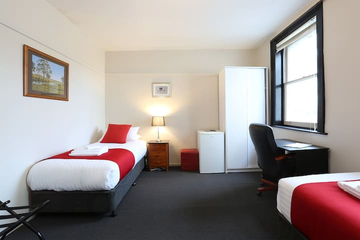 Macquarie House - King / Twin Room 7