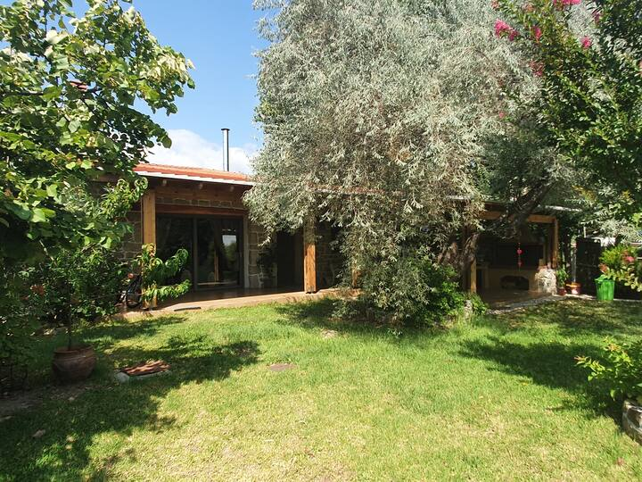 Villa Meni eingebettet in wundervollen Garten