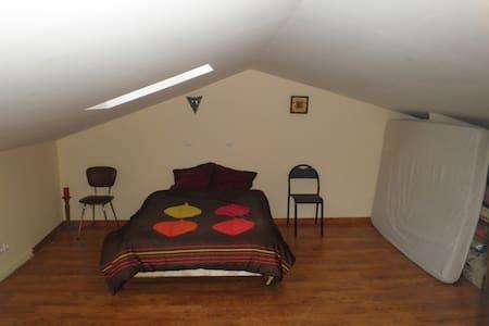 Chambre à la campagne - Suaux - House
