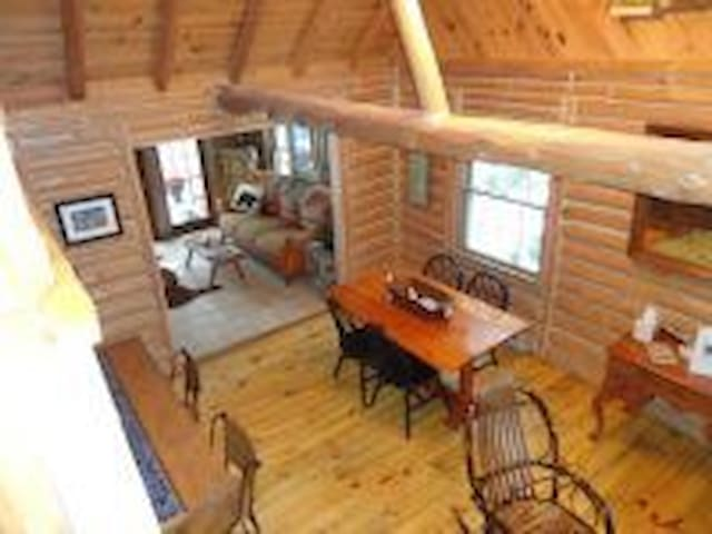 3BR 2bath log cabin w/fireplace