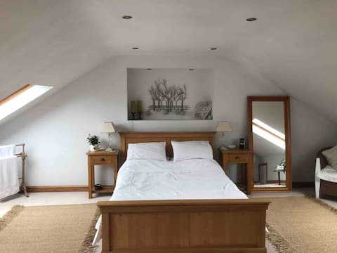 Spacious self-contained attic with en suite