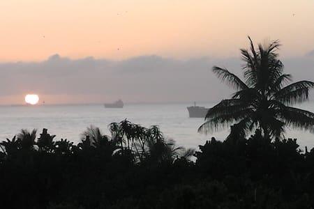 11SeaLodge-Sea view-5 mins walk to beach-No aircon - Umhlanga - 公寓