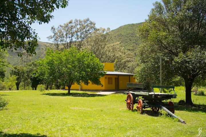 Victoria Casa de Campo en Villa Ciudad Parque - Villa General Belgrano - Houten huisje