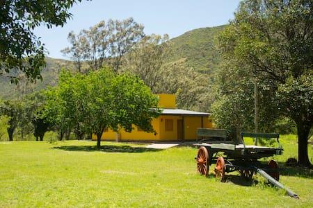 Victoria Casa de Campo en Villa Ciudad Parque - Villa General Belgrano