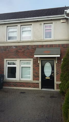 3 beds+ sofa bed near dublin airport and bus route