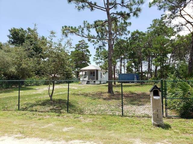 1 bdr, 1/2 mile from beach, large fenced in lot