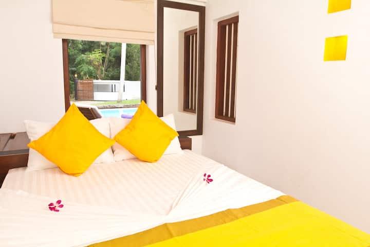 Cattleya Villa - 'Yellow Aurea' Queen Suite