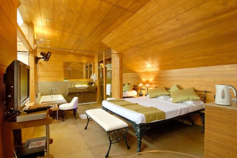 Compact room for perfect vacation in Mahabaleshwar