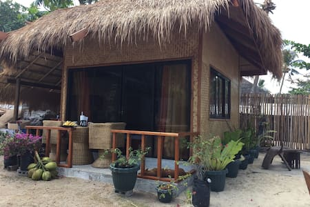 One bedroom /beachfront cottage - Bungalow