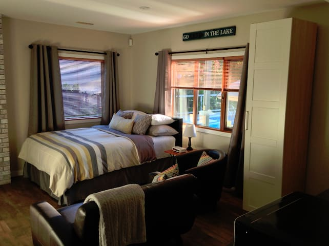 Private suite with view & pool access (seasonal) - Kelowna - Apartment