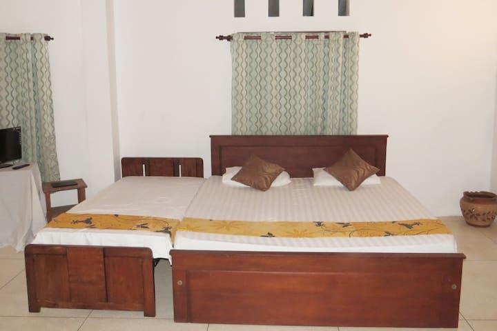 Ocean Conclave Kirinda Beach Front Triple room - Kirinda - Bungalow