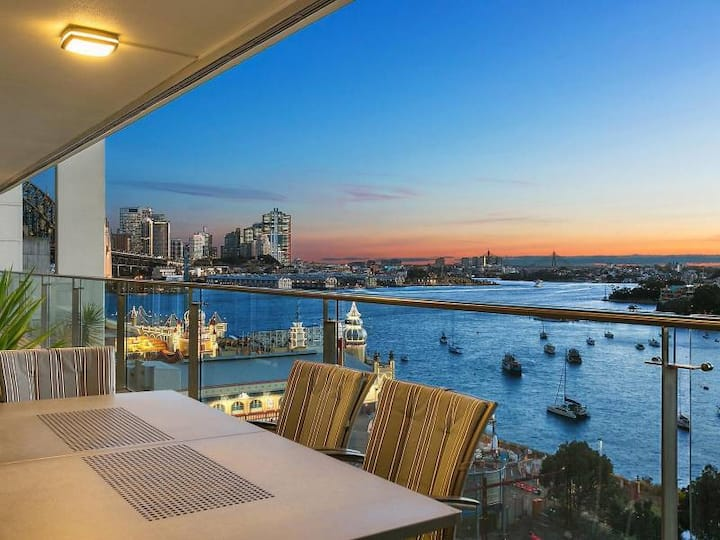 Furnished room with stellar views in Lavender Bay