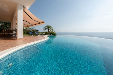 Villa Rosa - Elegante villa con piscina panoramica