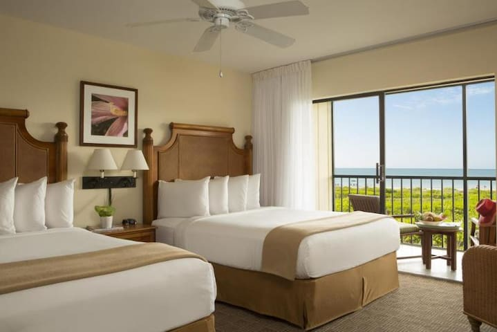 BEACH ESCAPE! COMFY GULF VIEW KING UNIT, POOL