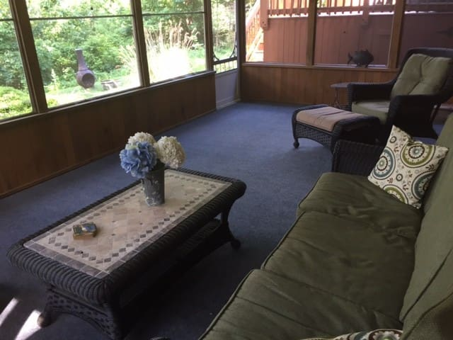 Screened in Porch (This  is your private Entry way)