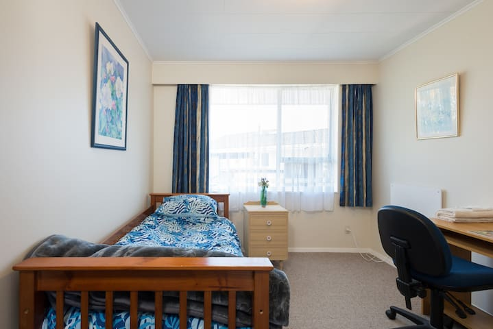 Cosy Unit in the Picturesque Western Hills