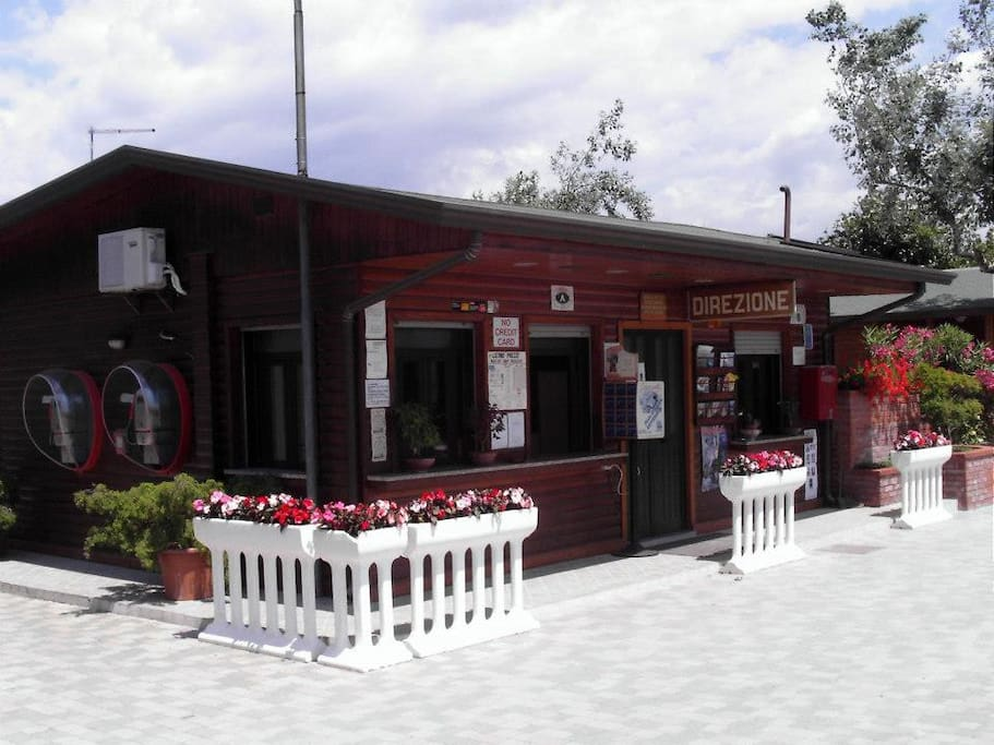 caravane am nag e campers rvs for rent in viareggio. Black Bedroom Furniture Sets. Home Design Ideas