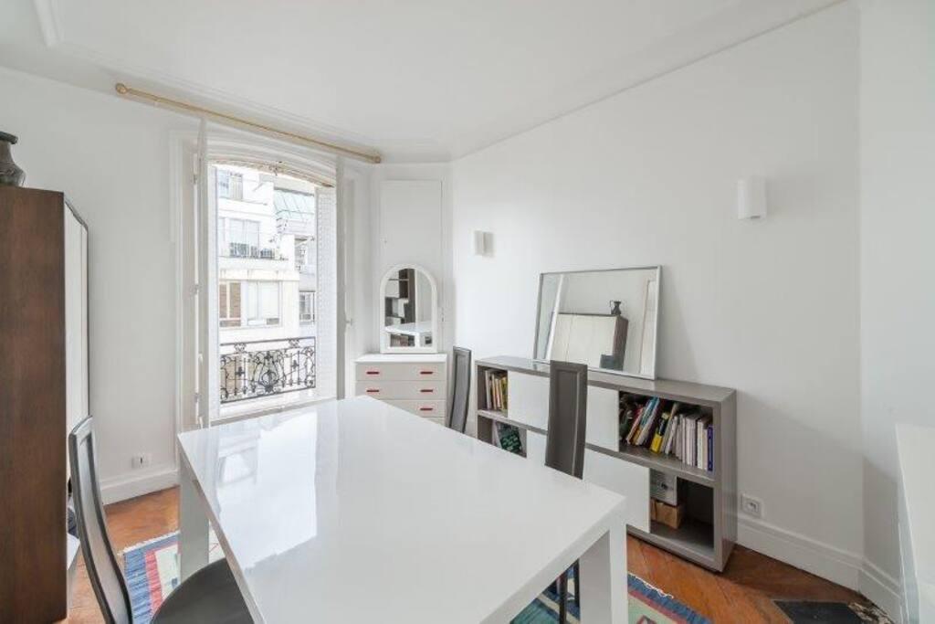 appartement de charme 2 3 pi ces porte maillot. Black Bedroom Furniture Sets. Home Design Ideas