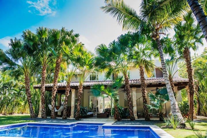 Amazing 4BDR villa with pool @ golf & beach resort