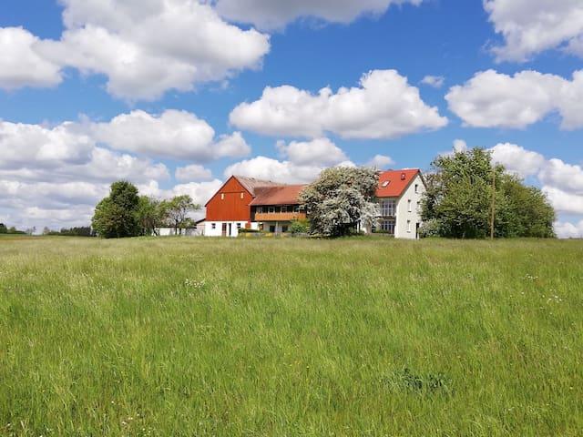 Ruhiges Wohnen inmitten von Wiesen und Feldern