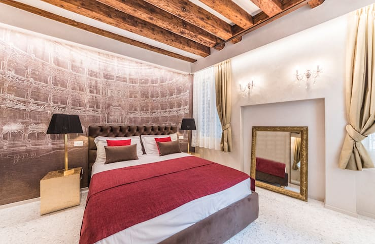 Rialto Luxury Flat - Balcony Apartment