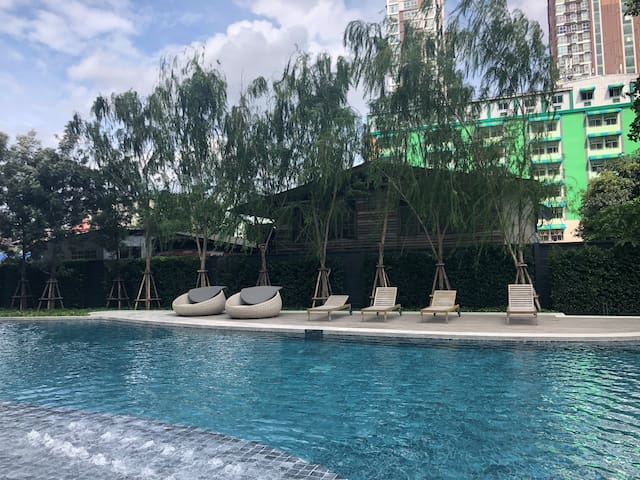 19 BTS BANGNA~BITEC~会展中心!环楼泳池!高层!温馨公寓里的私人空间!