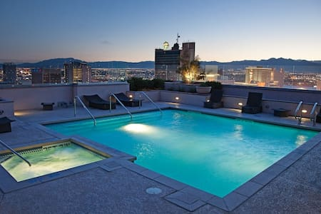 Luxury Condo in Downtown w/Extras! - Las Vegas - Condominium