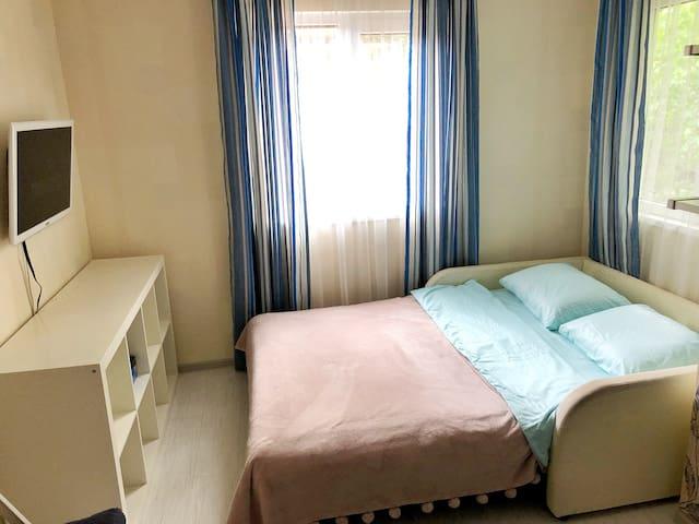 Удобный диван 140 см шириной