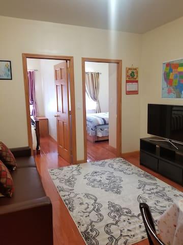 Honeycomb Hotel... Bright 2 Bedroom Apartment