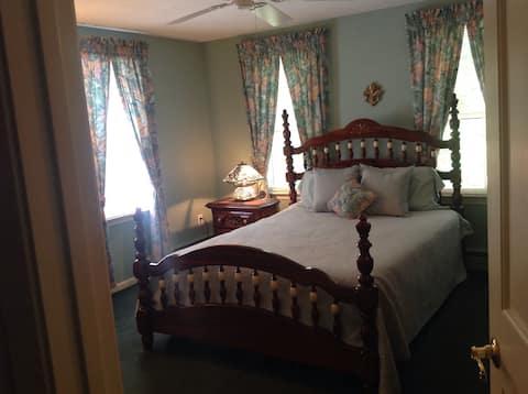 Bedroom #1 - Comfortable queen size