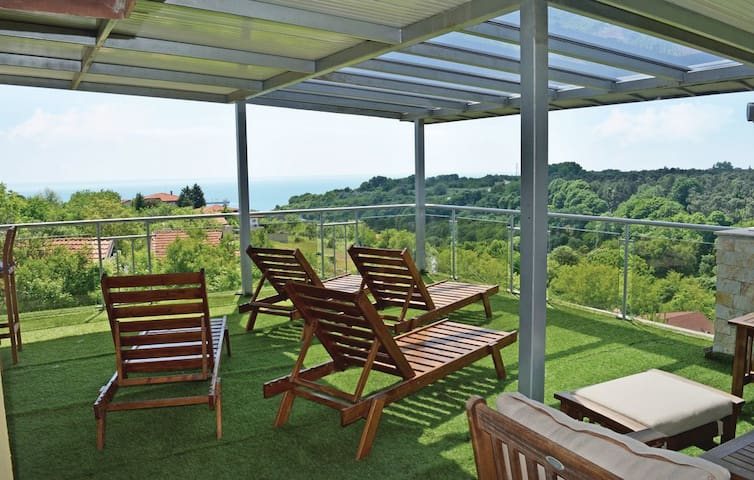 Three bedroom Luxury Villa in Galata