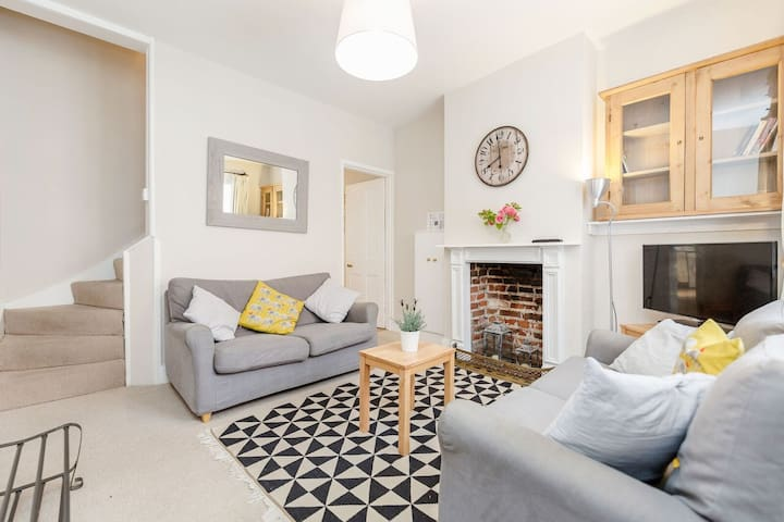 Charming cottage, Winchester Centre