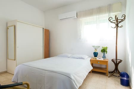 Room near the beach - Nahariyya - Departamento