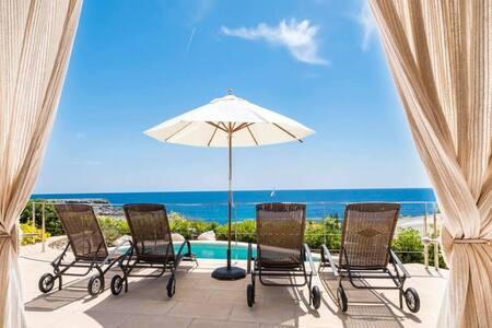 VILLA ROCIO - Ideallyc villa on the sea front
