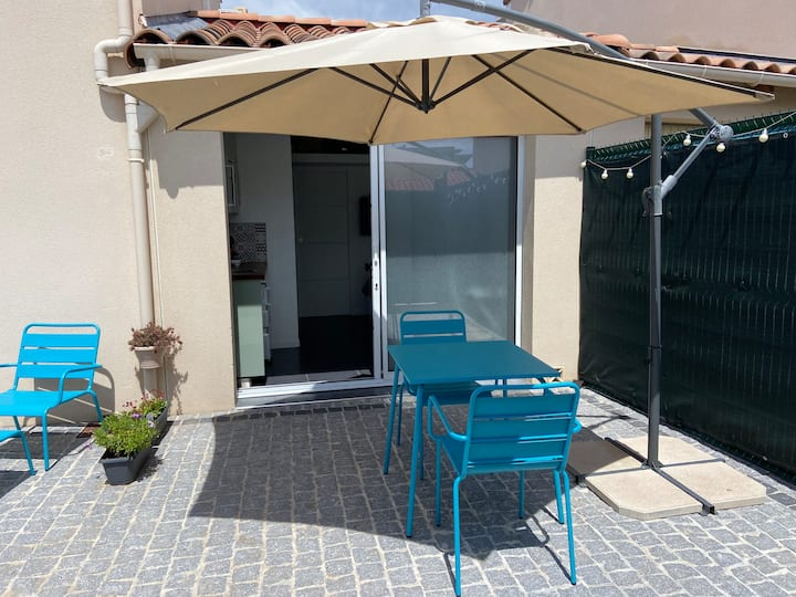 studio tout confort : terrasse + parking + FIBRE