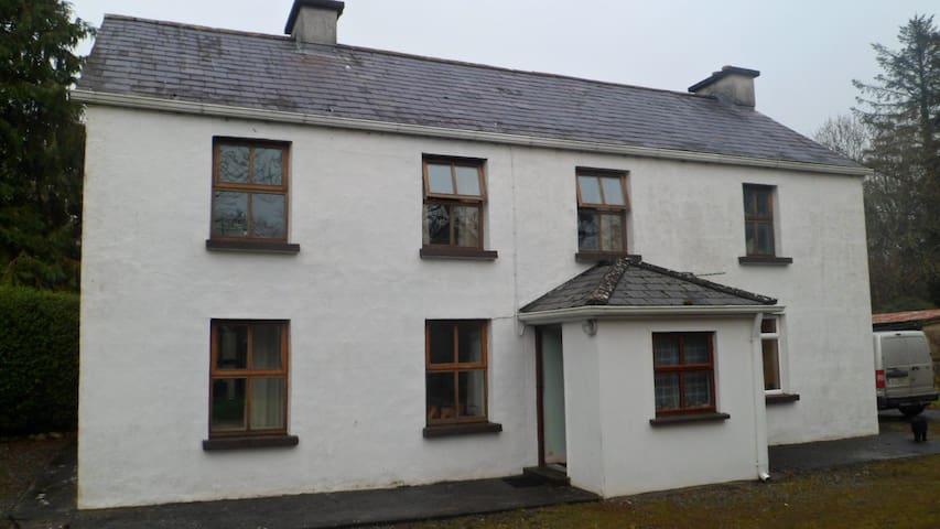 Oranmore farmhouse - Oranmore - Hus