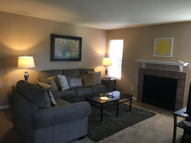 3 Bedroom City Center Lenexa - Lenexa - Apartment