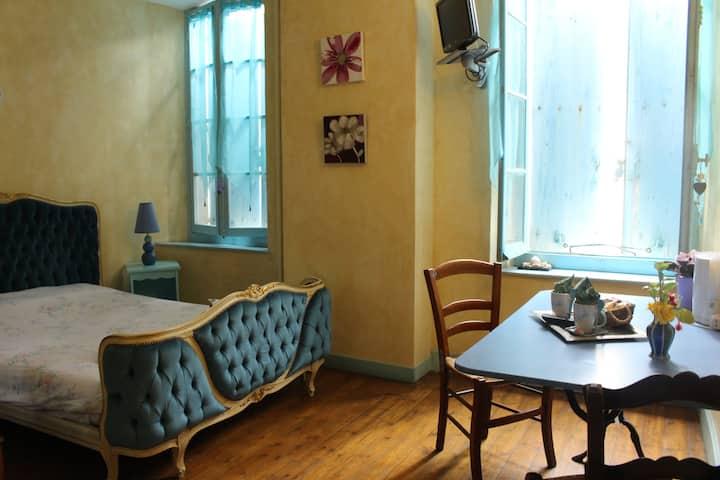 Chambre Bleue avec salle de bain privé