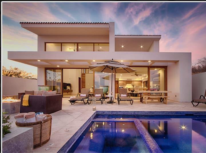 Casa Blanca, Stunning Modern in Luxury Community!!