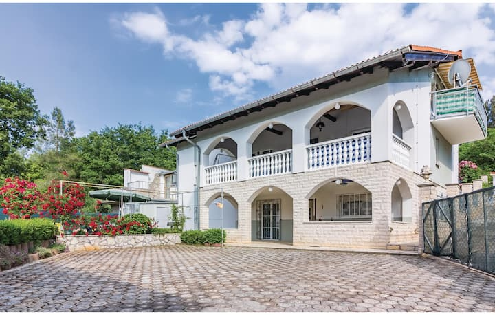 Stunning home in Pavicini with WiFi and 3 Bedrooms