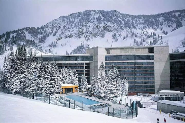 SNOWBIRD CLIFF CLUB: GREAT $$: 12/27, 28 or 1/1, 2
