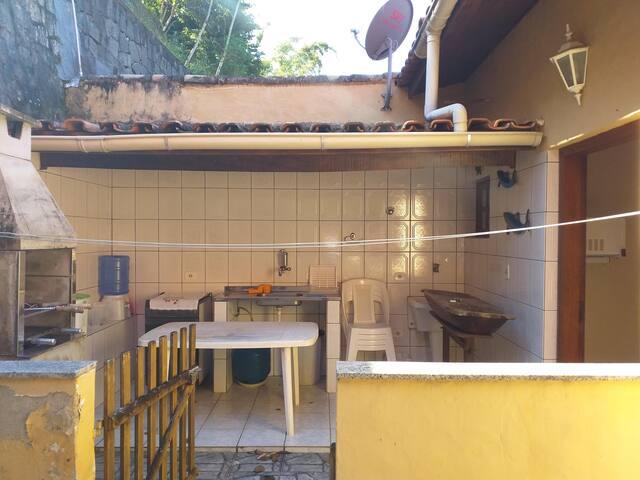 Casa em Condomínio - piscina, quadra e playground