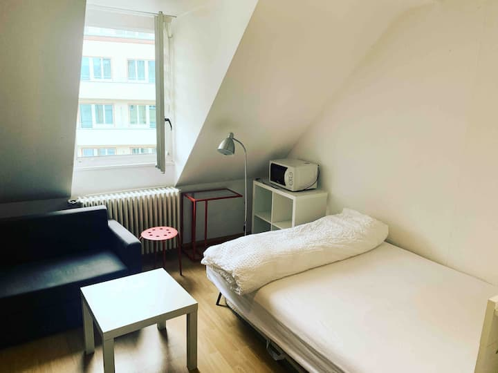 Studio=3 min walk to Zurich main station(HB)Center