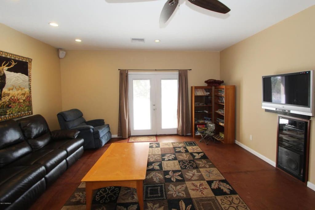 Family room, TV, entertainment System
