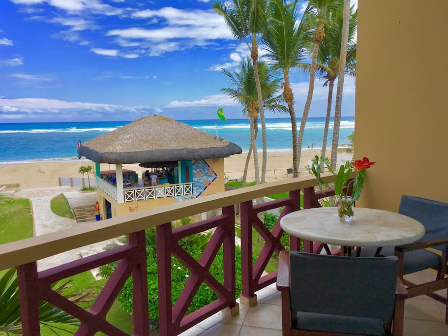 Enjoy breakfast on the terrace in front of the ocean at the VitaminD cafe